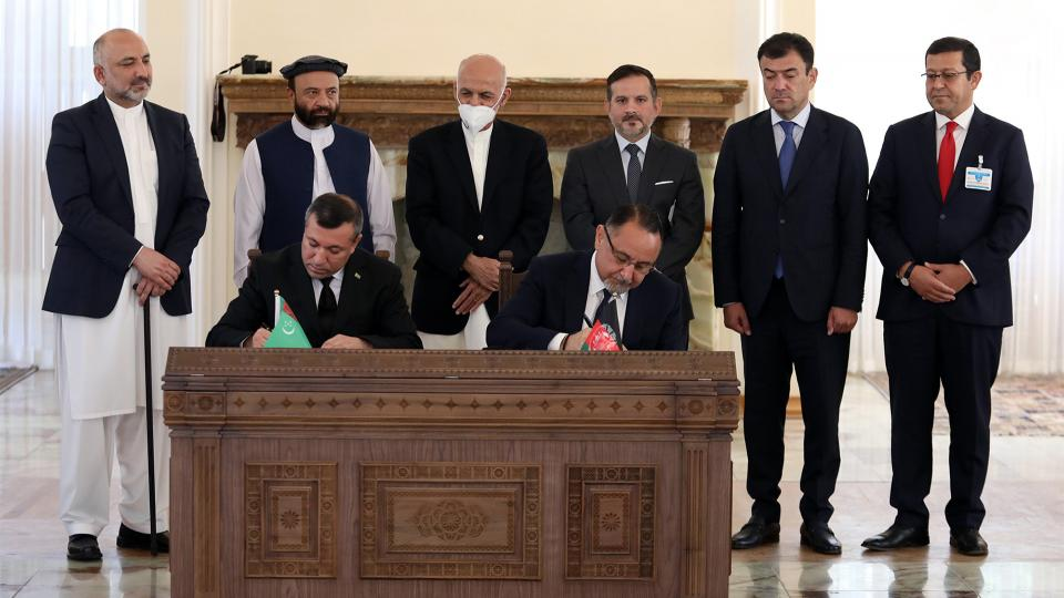 BAYAT ENERGY SIGNS DEAL TO IMPORT POWER, CONNECT FIBER OPTICS FOR AFGHAN GOVERNMENT